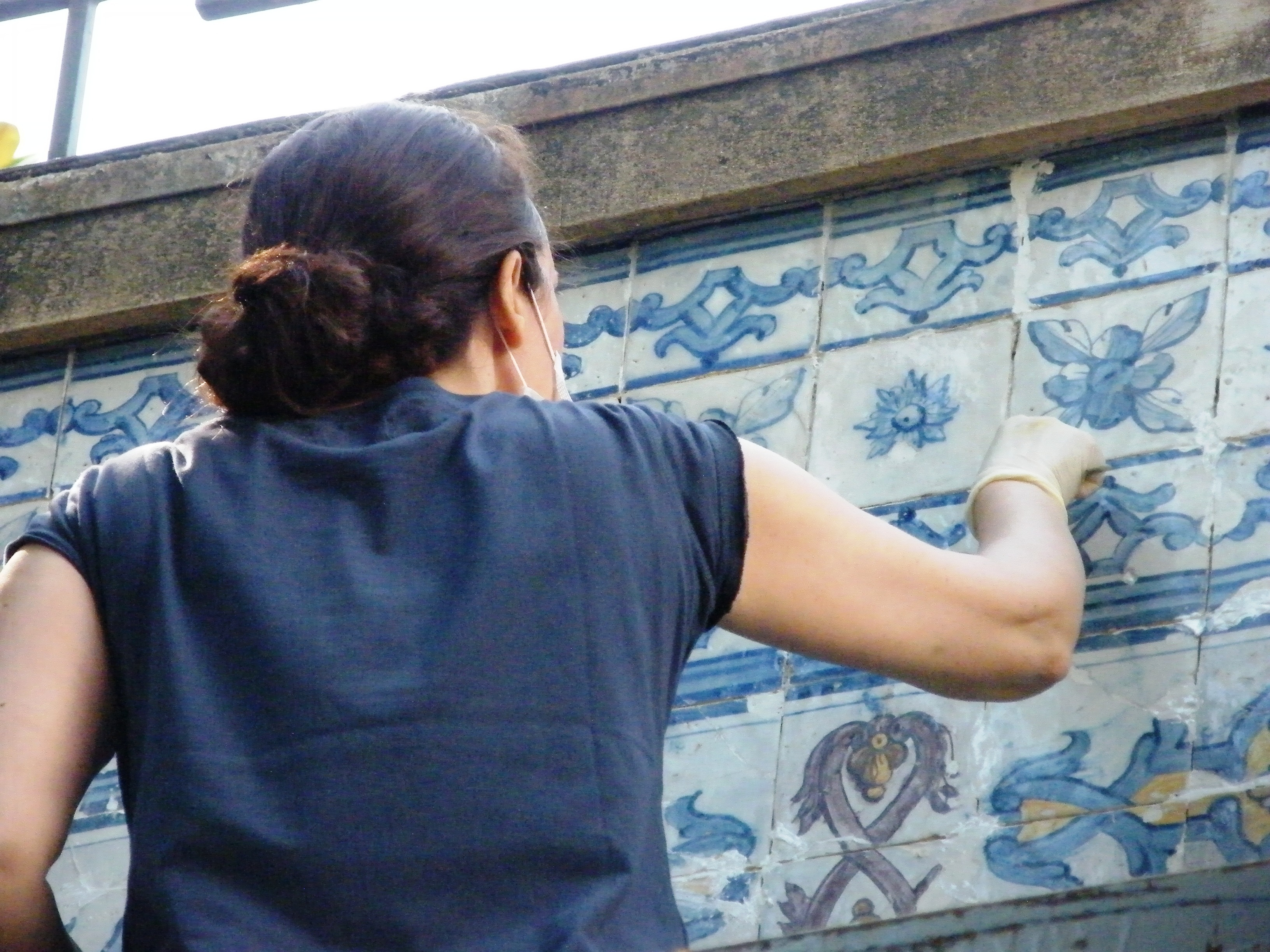 Tile restoration in progess on a panel in the garden of the Museu Nogueira da Silva in Braga